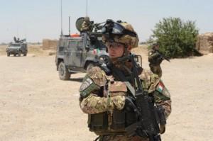 04 - Fucilieri dell'Aria durante un pattugliamento