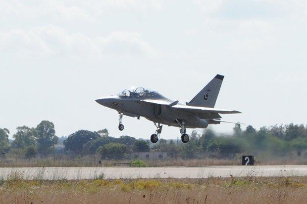 ABILITATI I PRIMI PILOTI DI T-346A DEL 61° STORMO -  i primi due piloti del 61  Stormo, il Tenente Colonnello Simone O. e il Capitano Gregory D.