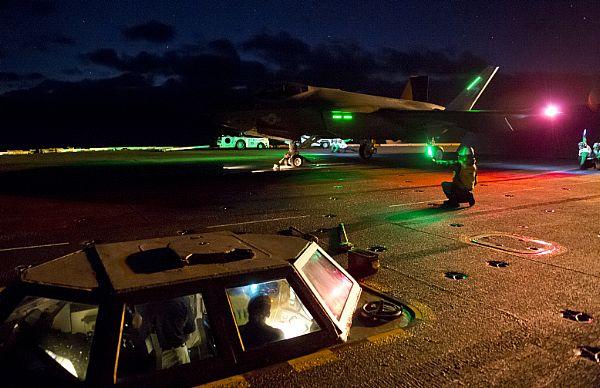 PRIME OPERAZIONI NOTTURNE SULLA NIMITZ PER L'F-35C - Il test è iniziato lo scorso 3 novembre e con durata prevista di due settimane.