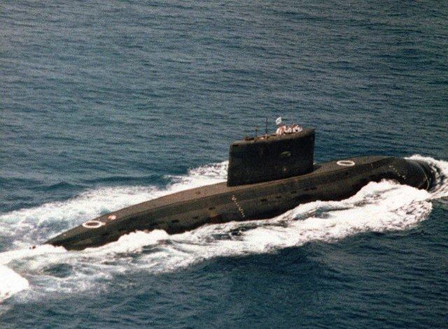 800px-Iranian_kilo_class_submarine