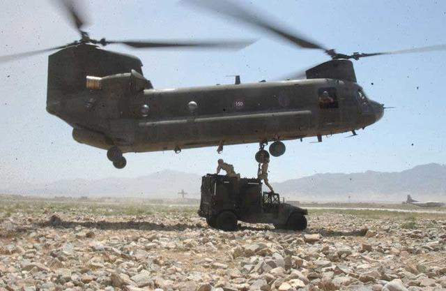CH-47_Chinook_in_Bagram1