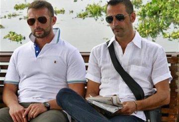 Salvatore-Girone-e-a-destra-Massimiliano-Latorre