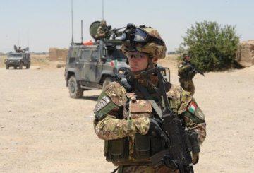 04-Fucilieri-dellAria-durante-un-pattugliamento