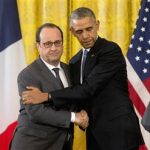 151124-obama-hollande-hug-1224p_fcdef36346c6539e6bd98b8c5c15f66e_nbcnews-ux-320-320
