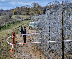 2015_07_13_hungarian_serbian_fence