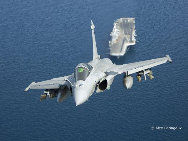 AIR_Rafale-M_Over_CVN_Charles_de_Gaulle_Dassault_lg