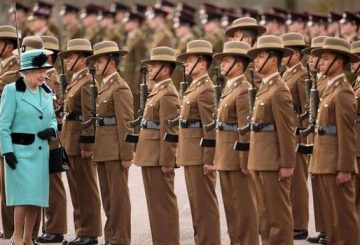 Queen-with-Gurkha-Army-224183