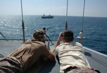 Reggimento-San-Marco-tiene-sotto-controllo-imbarcazione-sospetta