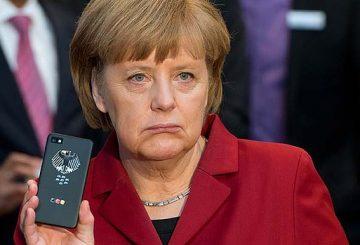 art-Angela-Merkel-Phone-777220981-620x349