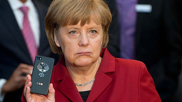 art-Angela-Merkel-Phone-777220981-620x349