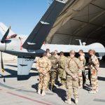 aviateurs-francais-et-americains-autour-d-un-drone-reaper_article_pleine_colonne