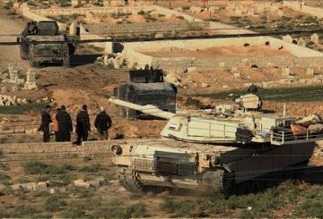 An image grab taken from AFPTV shows an Iraqi forces M1 Abrams tank and armoured vehicles holding a position on the edge of the Al-Karamah district of eastern Mosul on November 4, 2016, during a military operation to retake the main hub city from the Islamic State (IS) group jihadists. Jihadist fighters unleashed a deluge of bombs and gunfire on Iraqi forces punching into the streets of Mosul for the first time, forcing some units into a partial pullback. / AFP PHOTO / AFPTV / Andrea BERNARDI
