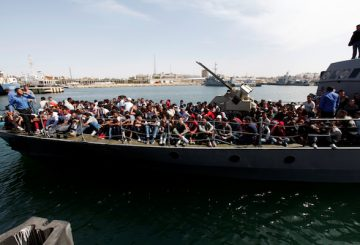 Illegal migrants arrive by boat at a naval base after they were rescued by Libyan coastguard in the coastal city of Tripoli, Libya, May 10, 2017. REUTERS/Ismail Zitouny TPX IMAGES OF THE DAY - RTS161IK