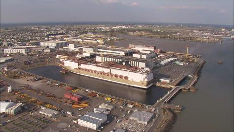 831040669-saint-nazaire-cantiere-navale-ormeggiare-nave-da-crociera