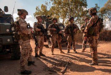 152 rgt ''Sassari'' - briefing pre missione (1)
