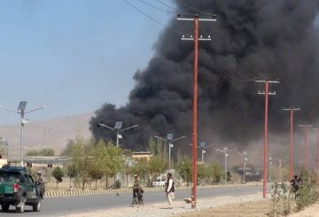 Smoke rises from police headquarters while Afghan security forces keep watch after a suicide car bomber and gunmen attacked the provincial police headquarters in Gardez, the capital of Paktia province, Afghanistan October 17, 2017.  REUTERS/Stringer  FOR EDITORIAL USE ONLY. NO RESALES. NO ARCHIVES     TPX IMAGES OF THE DAY