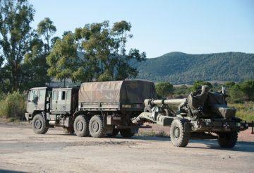 5. Obice FH70 tarinato da trattore di artiglieria Astra