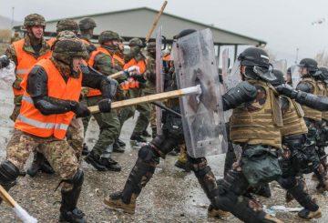 controllo della folla - i militari italiani simulano la forze ostili 3