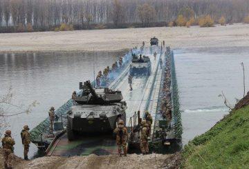 10. Passaggio dei mezzi sul Ponte PGM (2)