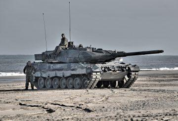 Leopard_2_tank_in_Dutch_service