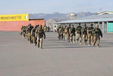 Militari italiani all'imbarco per recarsi sul luogo della cerimonia_ (002)