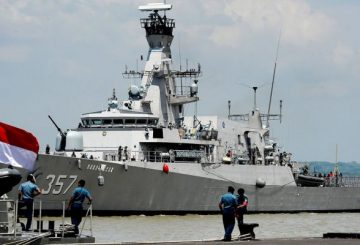 indonesia-navy-735x400.jpg.pagespeed.ce.vQWckt8nEh