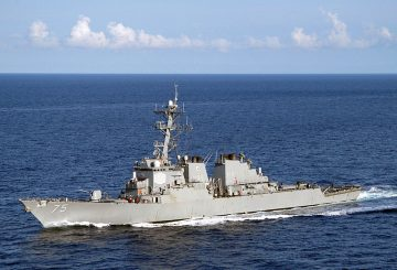 US_Navy_050715-N-8163B-009_The_guided_missile_destroyer_USS_Donald_Cook_(DDG_75)_conducts_a_close_quarters_exercise_while_underway_in_t