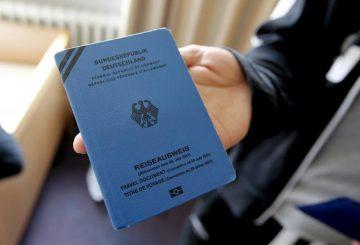 germany-refugee-document