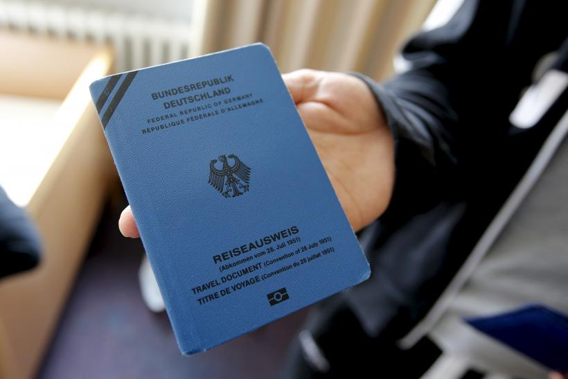 germany-refugee-document