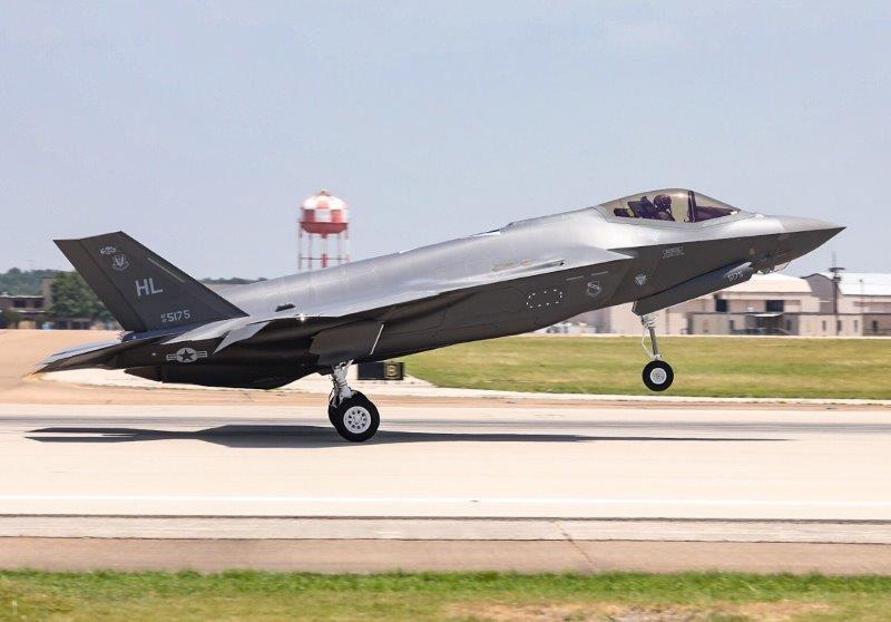 300 F-35 foto 1 (002)
