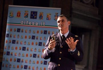 Gen.-B.A.-FRancesco-Vestito.-Conferenza-sulla-cyber-security.-Festival-della-Scienza-2016
