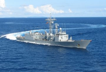 20130408_Spanish-frigate-ESPS-Numancia-joined-the-EU-Naval-Force-to-counter-piracy-off-the-coast-of-Somalia