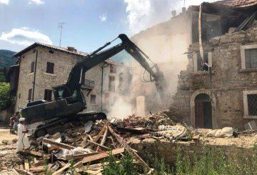 L'Esercito impegnato nella rimozione macerie nelle aree del sisma del centro Italia (002)