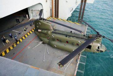 RAF_Chinook_helicopter_HMS_Queen_Elizabeth_hangar_1