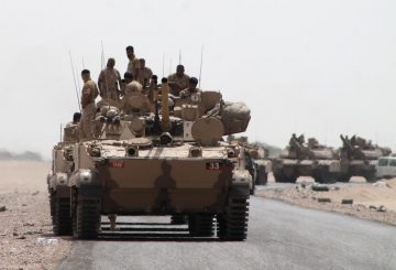 Tanks and armoured vehicles of the Saudi-led coalition are deployed on the outskirts of the southern Yemeni port city of Aden on August 3, 2015, during a military operation against Shiite Huthi rebels and their allies. Pro-government forces backed by a Saudi-led coalition retook Yemen's biggest airbase from Iran-backed rebels in a significant new gain after their recapture of second city Aden last month. AFP PHOTO / SALEH AL-OBEIDI