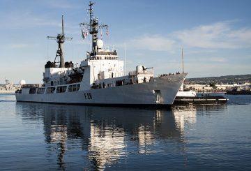 Bangladesh_navy_frigate_Somudro_Joy_(F-28)_at_Pearl_Harbor_in_2013