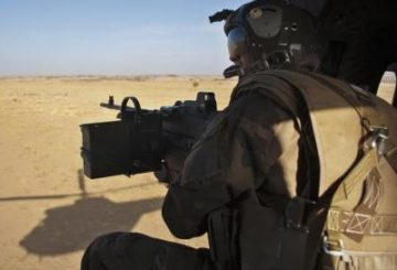 French_soldier_Mali_helicopter_400x300