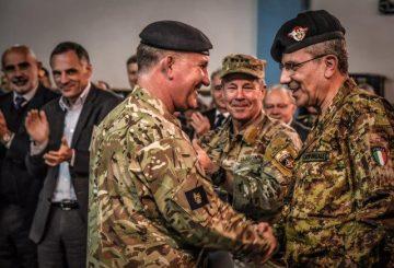 1. Il Tenente Generale Cripwell saluta il Generale di Corpo d'Armata Camporeale (002)