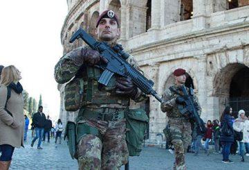 16121601_MilitariinpattugliaalColosseo
