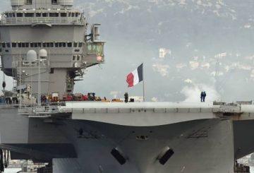 macron-sur-le-porte-avions-charles-de-gaulle-en-attendant-son-successeur-1315796