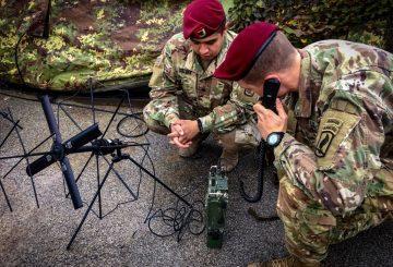12 trasmissioni radio dei paracadutisti USA
