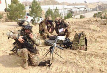 Militari-italiani-mantengo-il-collegamento-radio-con-Camp-Arena-durante-il-PTAA-a-Qalha-ye-Now-002-360x245