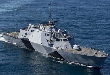 800px-USS-Freedom-130222-N-DR144-174-crop