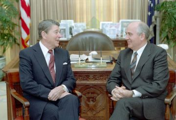 Gorbachev_and_Reagan_1987-9