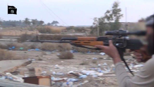 Tiratore scedlto ISIS al Anbar Stato Islamico,jpg