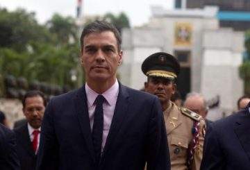 epa07330721 President of the Spanish Government Pedro Sanchez (L) participates in a tour of the historic center in Santo Domingo, Dominican Republic, 29 January 2019. Sanchez arrived in Santo Domingo where he met President of the Dominican Republic Danilo Medina. EPA/PEDRO BAZIL