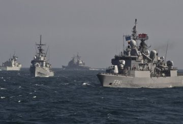 War ships of the NATO Standing Maritime Group-2 take part in a military drill on the Black Sea, 60km from Constanta city March 16, 2015. NATO Standing Maritime Group-2 (SNMG-2) is one of four groups multinational naval NATO forces and is headed by US Admiral Brad Williamson. The group consists of four frigates from Canada, Turkey, Italy and Romania, a cruiser (US ship commander) and an auxiliary vessel from Germany. AFP PHOTO DANIEL MIHAILESCU (Photo by DANIEL MIHAILESCU / AFP)