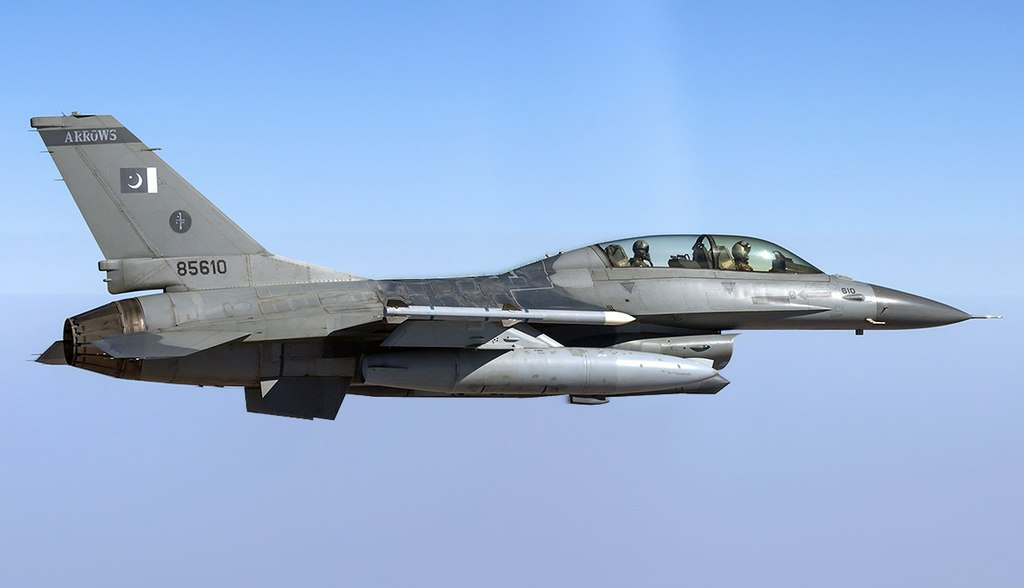 1024px-Pakistan_Air_Force_General_Dynamics_F-16BM_Fighting_Falcon_(altered)