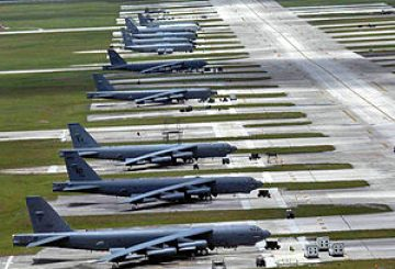 300px-Andersenafb-parking-ramp-b-52s