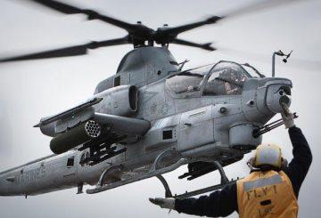 AH-1Z_lands_on_USS_Makin_Island_LHD-8